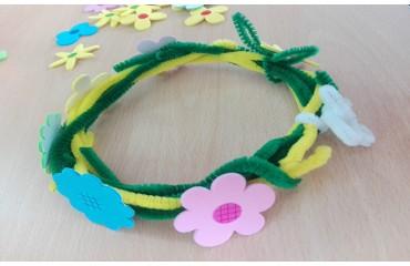 Как да си направим венец с цветчета от шнурчета